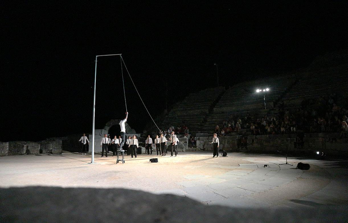 φωτο από την παράσταση Προμηθέας Δεσμώτης στο 61ο Φεστιβάλ Φιλίππων